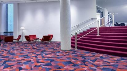 Podlahy Flotex® nabízejí sametovou jemnost koberce i praktičnost vinylu