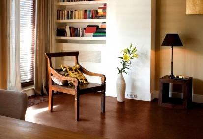 Pokládka korkové podlahy - celoplošné lepení čtverců a plovoucí pokládka