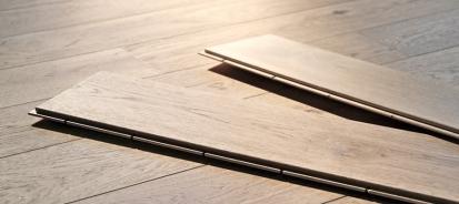 Rozdíl mezi masivní a vrstvenou plovoucí dřevěnou podlahou