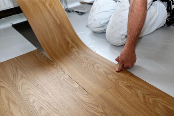 Pokládka vinylové podlahy  -  samolepicí